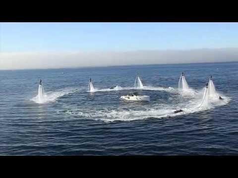 Lidé lítají nad vodou..neuvěřitelná show! :-O