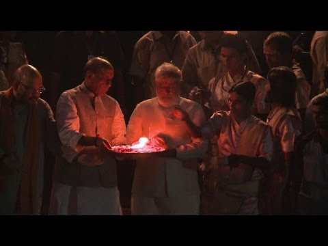 Hero's welcome for Modi in India temple town