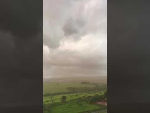 Vídeo Vídeo: Chuva forte deixa rastro de destruição em São Carlos