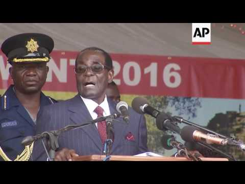 رئيس زيمبابوي يخاطب شعبه بعدما تجاهله الملك