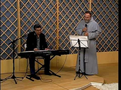 Padre Antônio Maria grava música em homenagem aos padres
