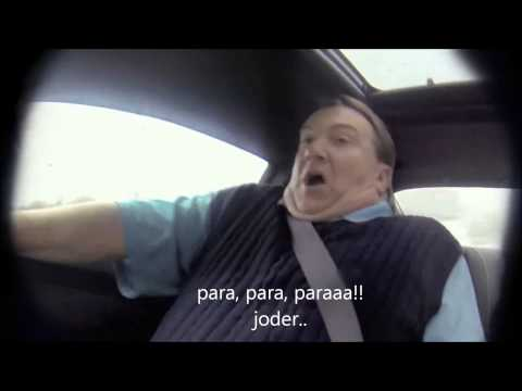 El piloto de Nascar Jeff Gordon le hace una broma a un vendedor de coches
