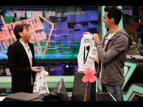 El Hormiguero 3.0 - Arbeloa sorprende a Pablo Motos con una camiseta del Real Madrid firmada