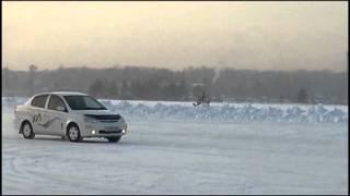 Toyota Platz 4WD на зимнем автодроме