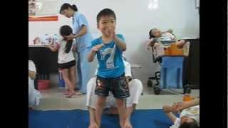 PHCN cho trẻ khuyết tật vận động (Bệnh viện Điều dưỡng và PHCN Hà Nội)