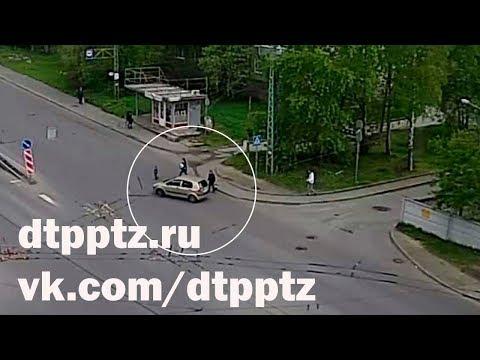 На Комсомольском проспекте легковой автомобиль наехал на ребёнка