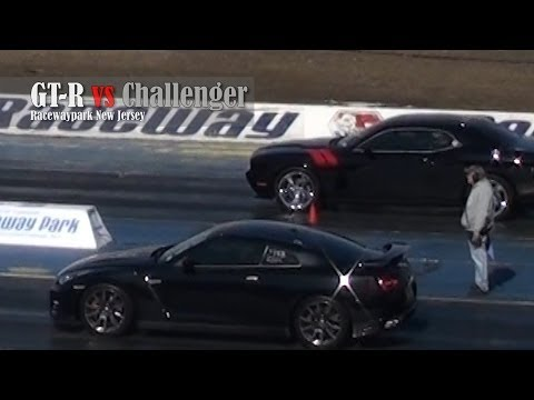 GT-R vs Challenger drag race