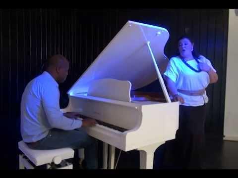 Nuestra Gente. En esta edición Charo Reina en Piano Blanco