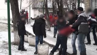 Violență și jocuri periculoase în curtea liceului