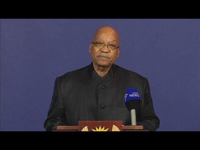 South African President Jacob Zuma announces the death of Nelson Mandela