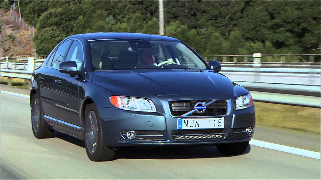 Volvo V80 2013 on the road - YouTube