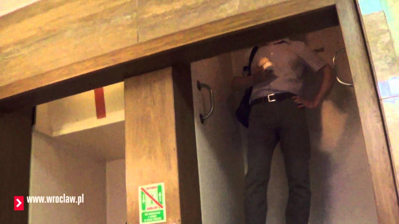 L'ascenseur qui ne s'arrête jamais