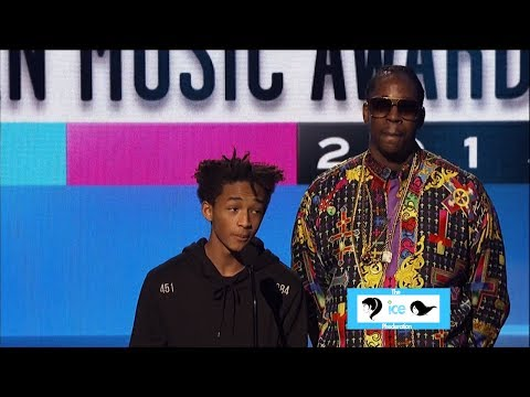 Jaden Smith Introduces Miley Cyrus at the American Music Awards | LIVE 11-24-13