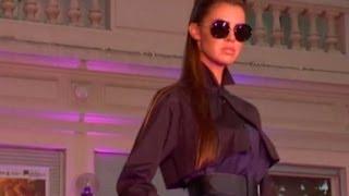 FEMME Défilé De Mode à Bagatelle Collection Automne