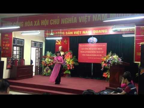 Cô giáo người Bắc Giang hát Màu Hoa Đỏ cực kì xúc động