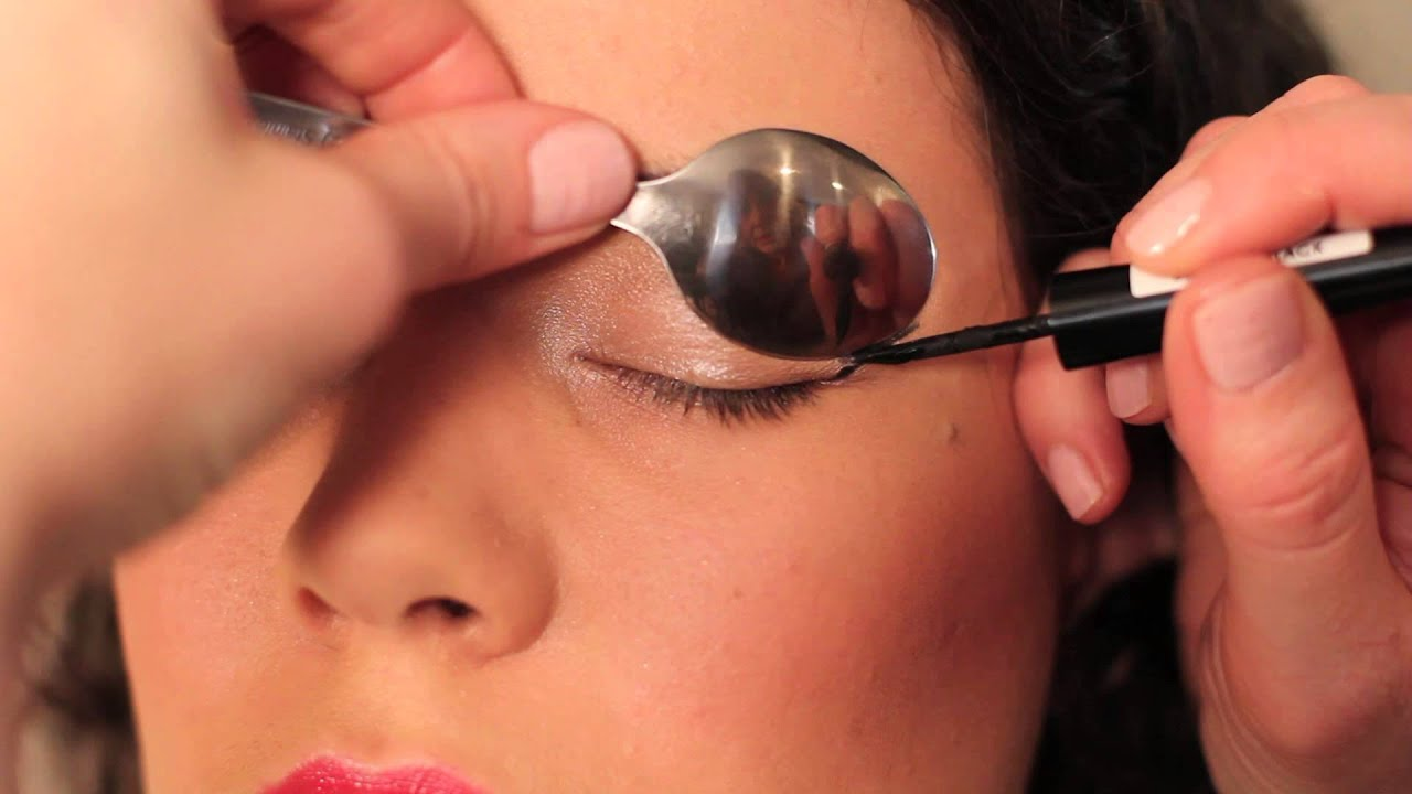 How to use a Spoon to Curl Eyelashes, Apply Liquid