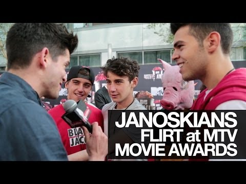 JANOSKIANS FLIRT WITH MILA KUNIS at the MTV MOVIE AWARDS 2014! (UNCUT)
