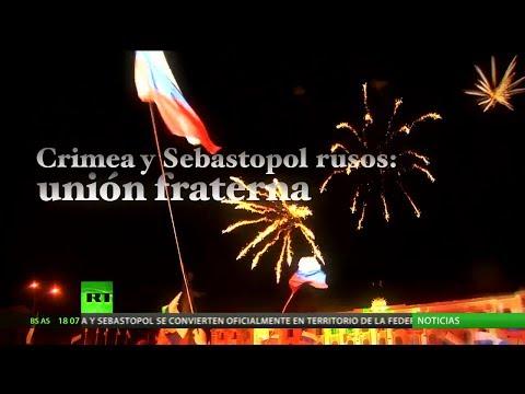 Rusia y Crimea celebran la reunificación con grandes fuegos artificiales