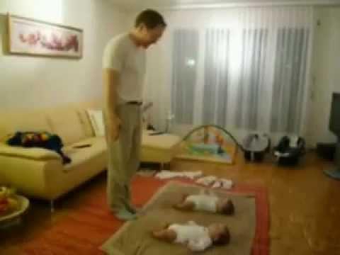 Bebice bi da igraju sa tatom