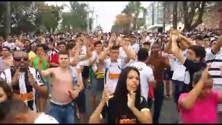 Torcedores do Atl�tico s�o deslocados para o Mineir�o pela PM antes do cl�ssico contra o Cruzeiro
