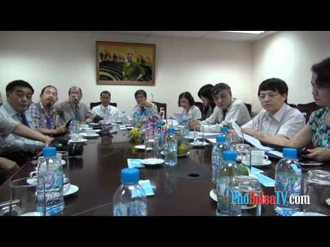 Đoàn nhà báo hải ngoại tiếp xúc với Thông Tấn Xã Việt Nam