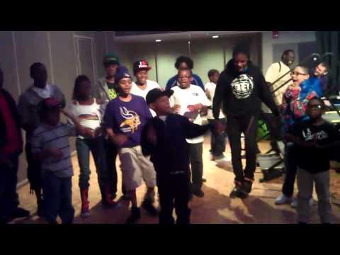 Hot cheetos & takis- YnRichkids dancing