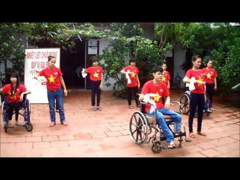 Nhảy flashmob Việt Nam ơi - Trung tâm dạy nghề từ thiện Quỳnh Hoa