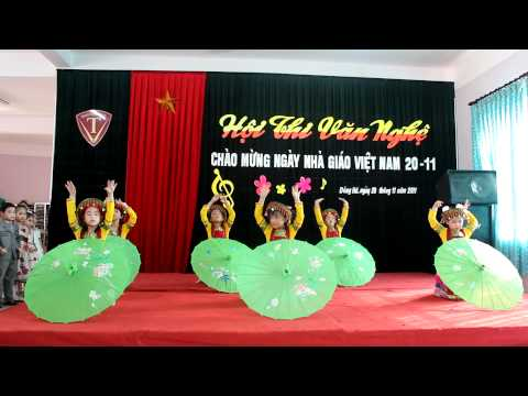 Mua di hoc cua lop 1b ngay 20 11 2011 Trung Vuong Quang tri