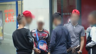Dans un square à Paris, de jeunes Marocains livrés à eux-mêmes