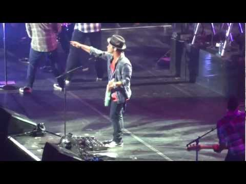 Bruno Mars - Marry You & The Lazy Song (Vienna, Austria October 12 2011) HD