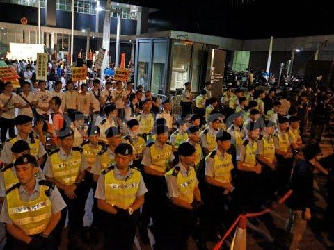 Dưới sức ép quốc tế, chính quyền Hồng Kông đổi chiến thuật