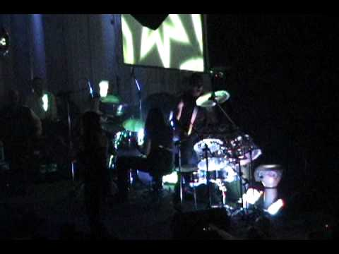 four to the floor - SHOW ELECTRODRUMS percusion - malabares fluo BAILARINAS de TV fiestas lucho