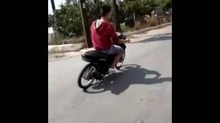 Tên của kiểu chạy xe máy này là gì, các thím cho ý kiến :D