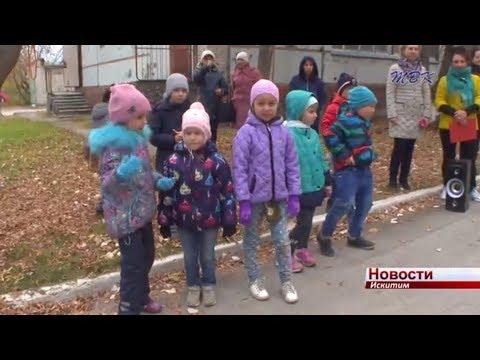 Ходить по веревкам и складывать костер научились дети во время обычной прогулки