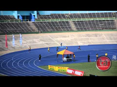 chad-walker-wins-u18-boys-200m-at-carifta-trials