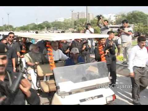Lal Krishna Advani and Narendra Modi inaugurate Sabarmati river front gardens in Ahmedabad