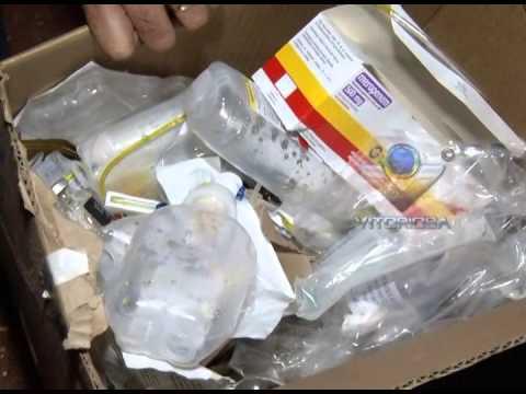 Lixo hospitalar descartado de forma irregular no alto do bairro Tibery