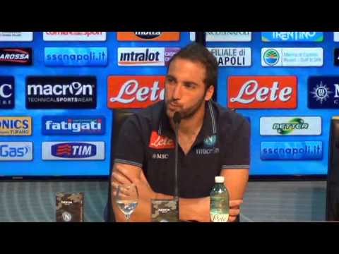 Gonzalo Higuain in conferenza stampa Nokia