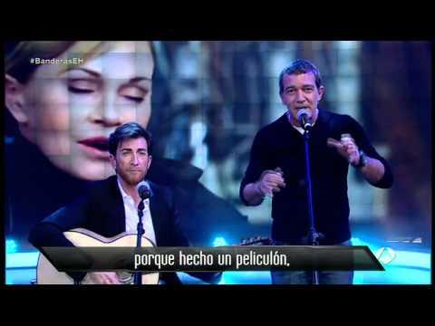 Antonio Banderas y Pablo Motos con su nueva guitarra Francisco Bros Mod.