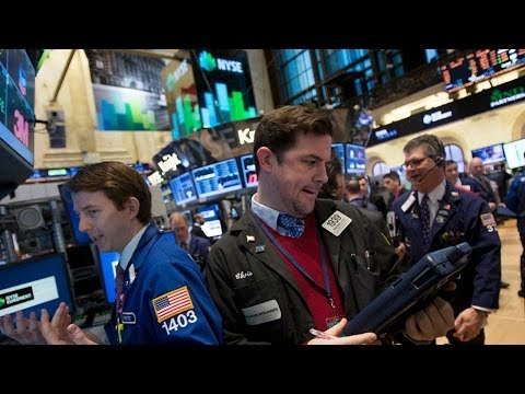 U.S. Stocks Close Flat in Penultimate 2013 Trading Day