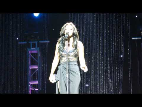 Toni Braxton - How Could An Angel Break My Heart (Live)