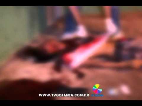 HOMEM É MORTO A FACADAS - 25-01-2012