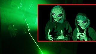 Alien prank scare best friend in bed