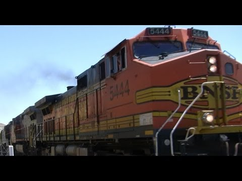 HD BNSF 5444  Freight Train in the Columbia River Gorge