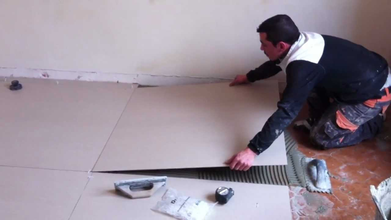 Pose carrelage extra fin 3 5 mm reflex youtube for Grand carrelage mural