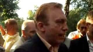 Лебедев Н.Н. общается с жителями ул. Острякова