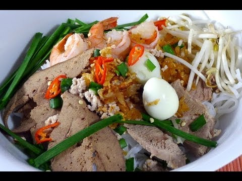 HU TIEU - Rice Noodle with Pork and Seafood Recipe
