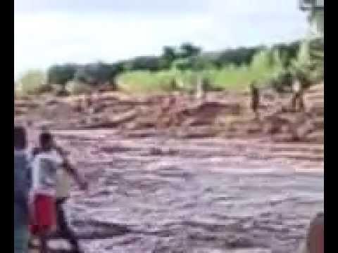 مؤثر: رجل غرق في الوادي بدراجته النارية