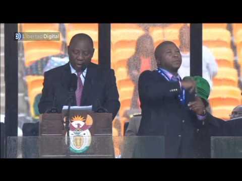 Un intérprete se inventa los discursos en el funeral de Mandela
