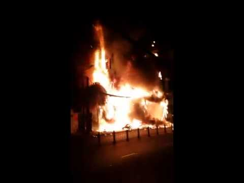 Cháy lớn karaoke New Sài Gòn - 8 căn nhà ở trung tâm Sài Gòn [Trực tiếp]